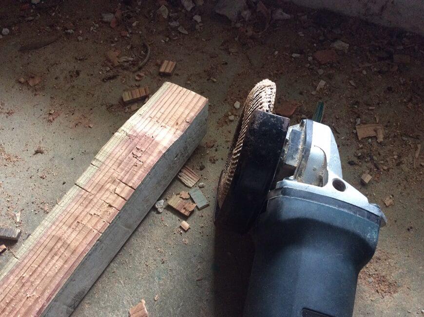 グラインダーで削る