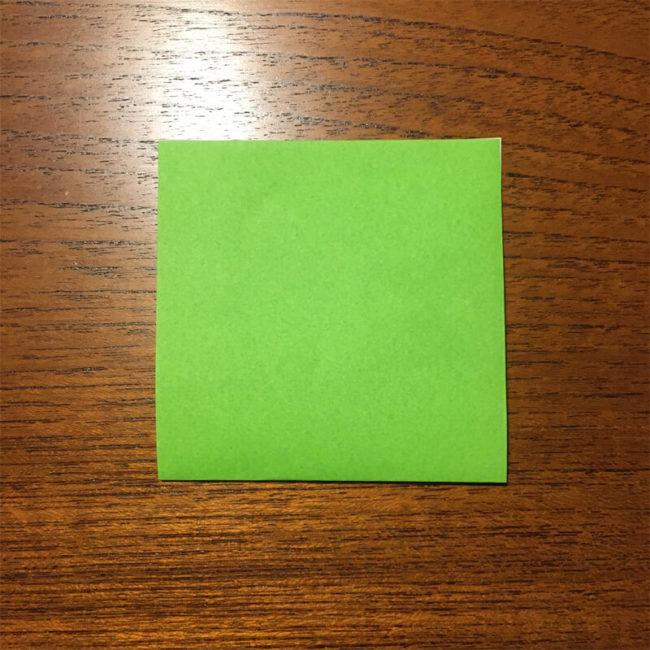 緑色の正方形折り紙