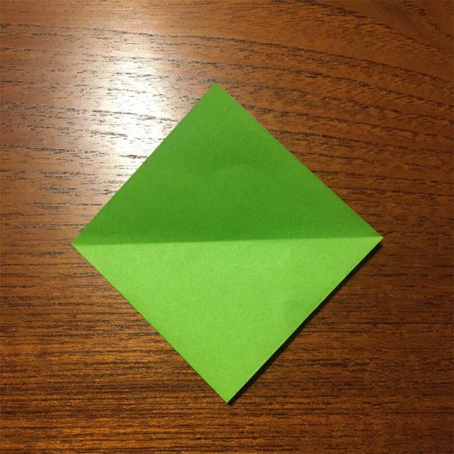 緑色の三角形折り紙