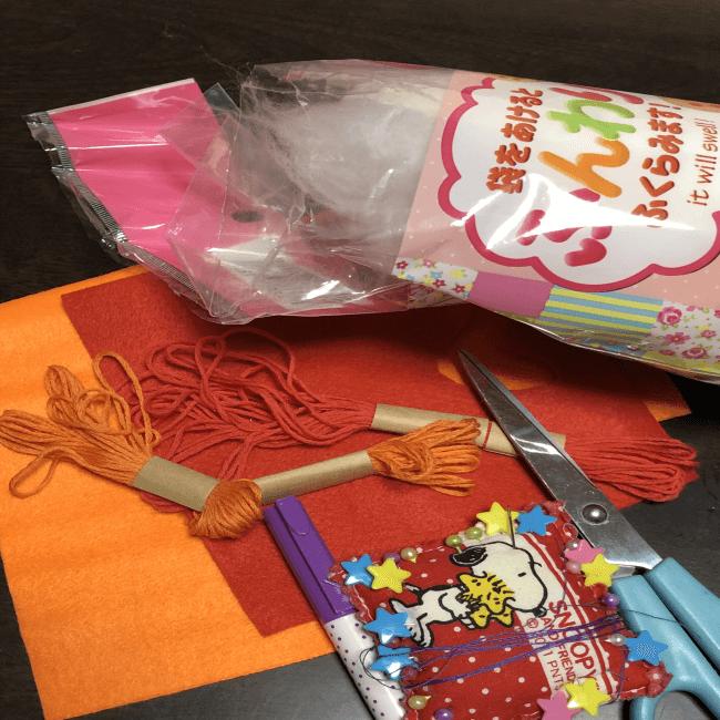 フェルトと刺繍糸